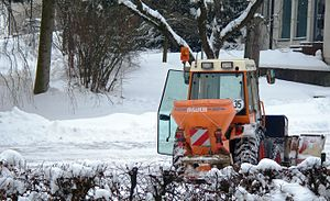 English: Snow removal tractor in Germany.