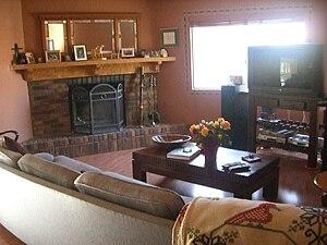 English: A den or family room in Camarillo, Ca...