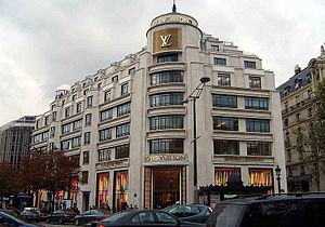 English: The Louis Vuitton flagship store on t...