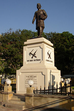 English: Shastri statue in Mumbai in Maharasht...