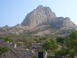 Fotografía de la Peña de Bernal, en el pueblo ...