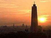 Amanecer en La Habana, la torre del Memorial José Mart�, en la Plaza de la Revolución, es el punto más alto de la ciudad.