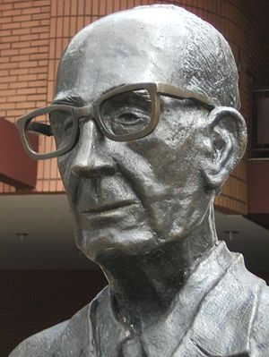 Statue of brazilian poet Carlos Drummond de An...