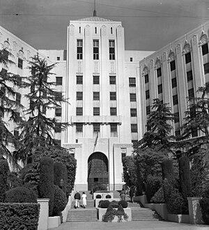 Entrance to old Cedars of Lebanon Hospital, 1956