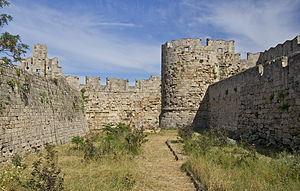 English: The moat, medieval walls of Rhodes, i...