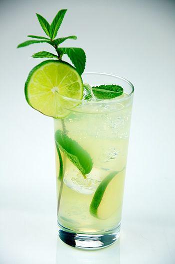 English: Mojito made with rum, lime, sugar, mi...