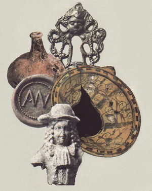 English: Artifacts on exhibit at Visitors' Cen...