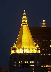 New York Life Insurance Company Building New York City Lighted Gold Pinnacle - wikipedia