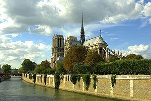 Notre Dame de Paris and the Seine river França...
