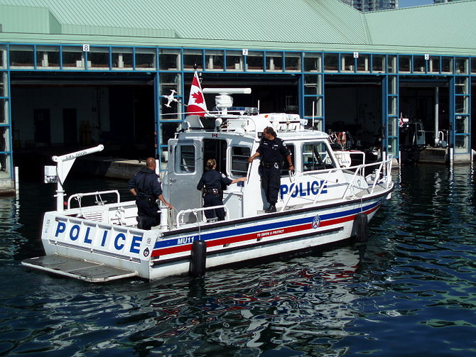 English: Toronto Police Marine Unit (259 Queen...