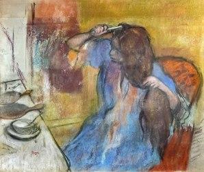 A compter de 1879, à travers des oeuvres telles que Femme à la coiffeuse, Degas s'intéressa presque exclusivement au thème pourtant fort ancien des femmes à la toilette. Ironique, parfois cruel, mais toujours objectif et brillant dans la représentation, son réalisme atteint à une crudité souvent démystifiante de la femme. Pratiquant depuis longtemps le pastel, il privilégiera cette technique lorsque sa vue trop dégradée lui interdira le travail de l'huile trop minutieux. Il en profitera pour évoluer vers une technique plus enlevée et plus libre, modelant les volumes par le seul stratagème de la lumière et relevant l'ensemble par quelques touches de couleur pure.
