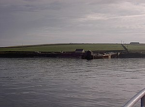 English: Moclett Pier, Papa Westray The ferry ...