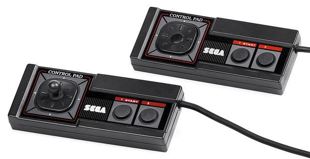 https://i2.wp.com/upload.wikimedia.org/wikipedia/commons/thumb/b/b6/Sega-Master-System-Controllers.jpg/640px-Sega-Master-System-Controllers.jpg