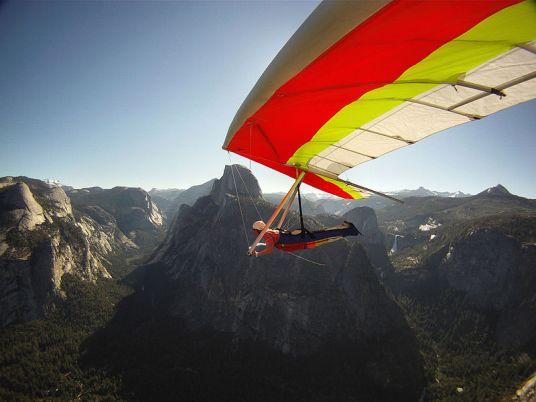File:Hang Gliding over Yosemite (9504524310).jpg