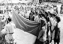 Indonesia flag raising witnesses 17 August 1945.jpg