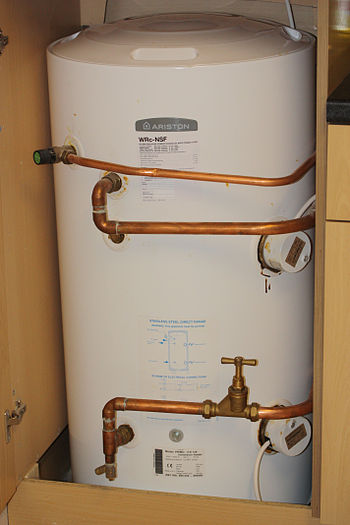 English: Electric hot water storage tank in a ...