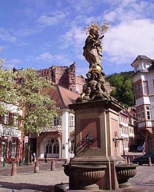Marienstatue und Schloss Heidelberg