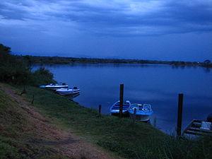 English: Dawn on the lower Zambezi river – Zam...