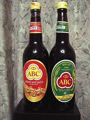 English: Kecap Manis Achli Masak(left) and Kec...