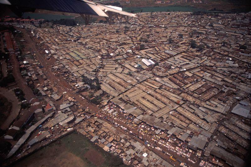 Datei:Nairobi Slums.jpg