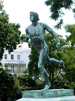 English: Statue of a Greek runner by Sir Willi...