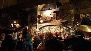 English: Le Caveau de la Huchette is a well kn...