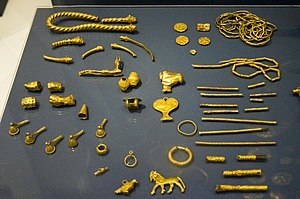 A collection of 5th-4th BCE gold objects from ...