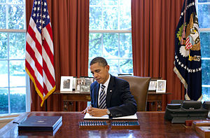 English: President Barack Obama signs the Budg...