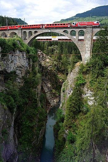 https://i2.wp.com/upload.wikimedia.org/wikipedia/commons/thumb/b/bf/Soliser_Viadukt_01_09.jpg/350px-Soliser_Viadukt_01_09.jpg