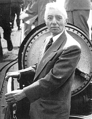 Admiral Rickover looking over USS Nautilus, th...