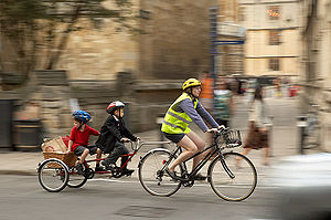 High street-Oxford Adult and two children cycl...