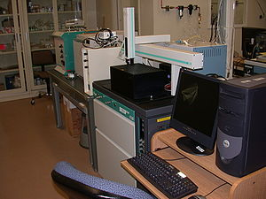 Mass spectrometer used in radiometric dating