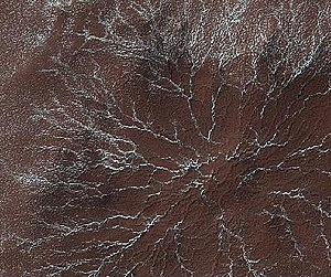 English: Star burst channels as seen by HiRISE...