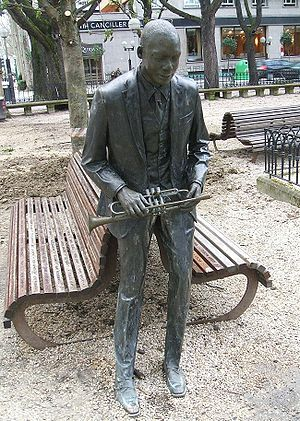 bronze statue dedicated to Wynton Marsalis at ...