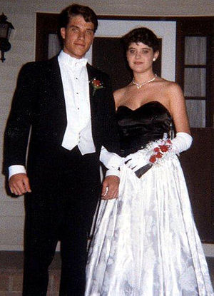 English: Man and woman in formal wear