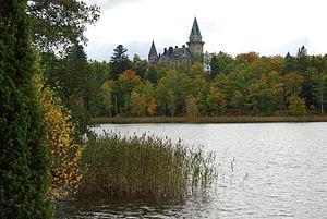 Svenska: Teleborgs slott på andra sidan Trummen