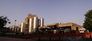 English: Amul Plant at Anand featuring the Hig...