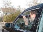 Deutsch: Detektiv fotografiert aus einem Auto (Alexander Hauk)