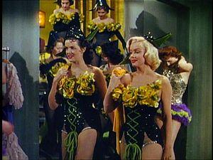 Junto a Jane Russell en Los caballeros las prefieren rubias