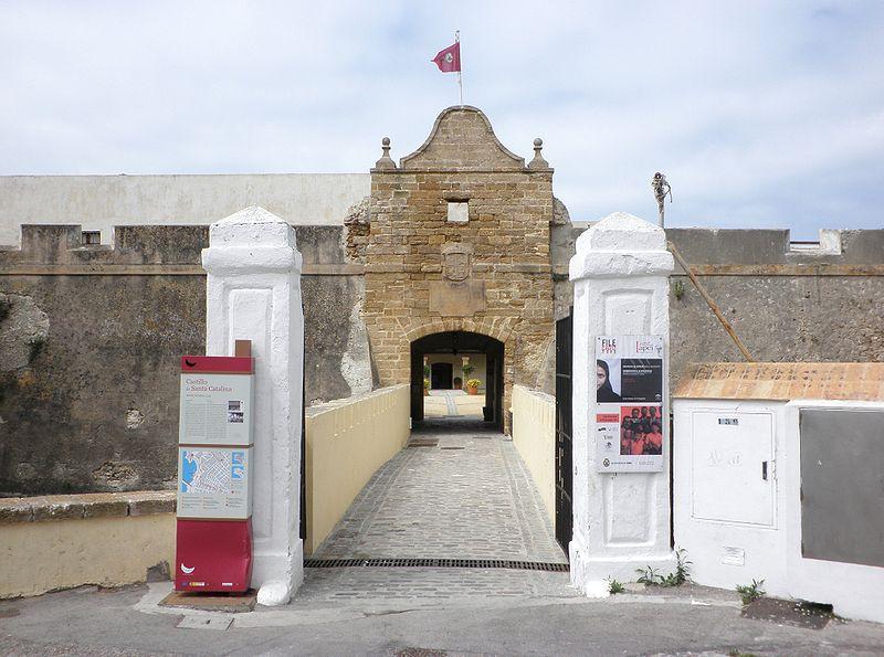File:Castillo de Santa Catalina, Cádiz.jpg