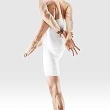 Mr-yoga-relié vent relisant pose.jpg