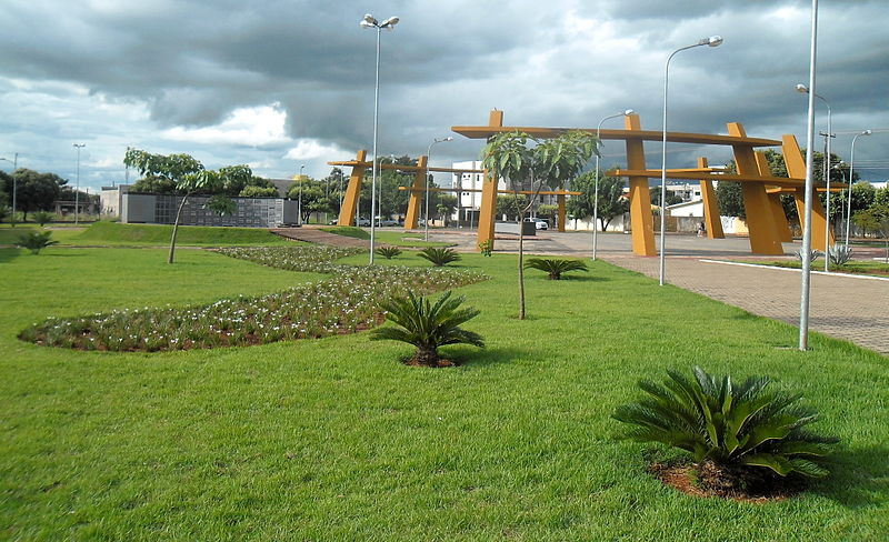 Ficheiro:Memorial dos Pioneiros - Tangará da Serra.JPG