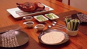 English: The Peking Duck as its ready to be sliced