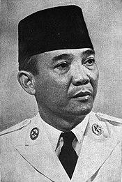 Sukarno wearing a peci
