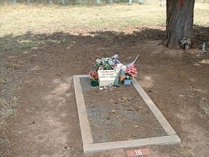 English: Joe Byrne's grave in the Benalla Ceme...
