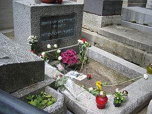 English: Jim Morrison's grave in Paris, France...