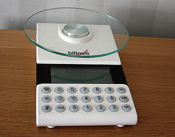 English: Kitchen scale, electronic, household ...