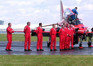 English: The pilots of the Red Arrows line up ...