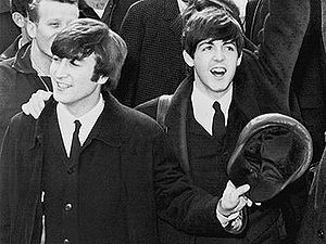 English: John Lennon and Paul McCartney at Ken...