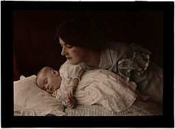 https://i2.wp.com/upload.wikimedia.org/wikipedia/commons/thumb/c/c7/Mother_and_Child%2C_1912.jpg/256px-Mother_and_Child%2C_1912.jpg